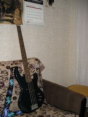Продаю бас-гитару!!!